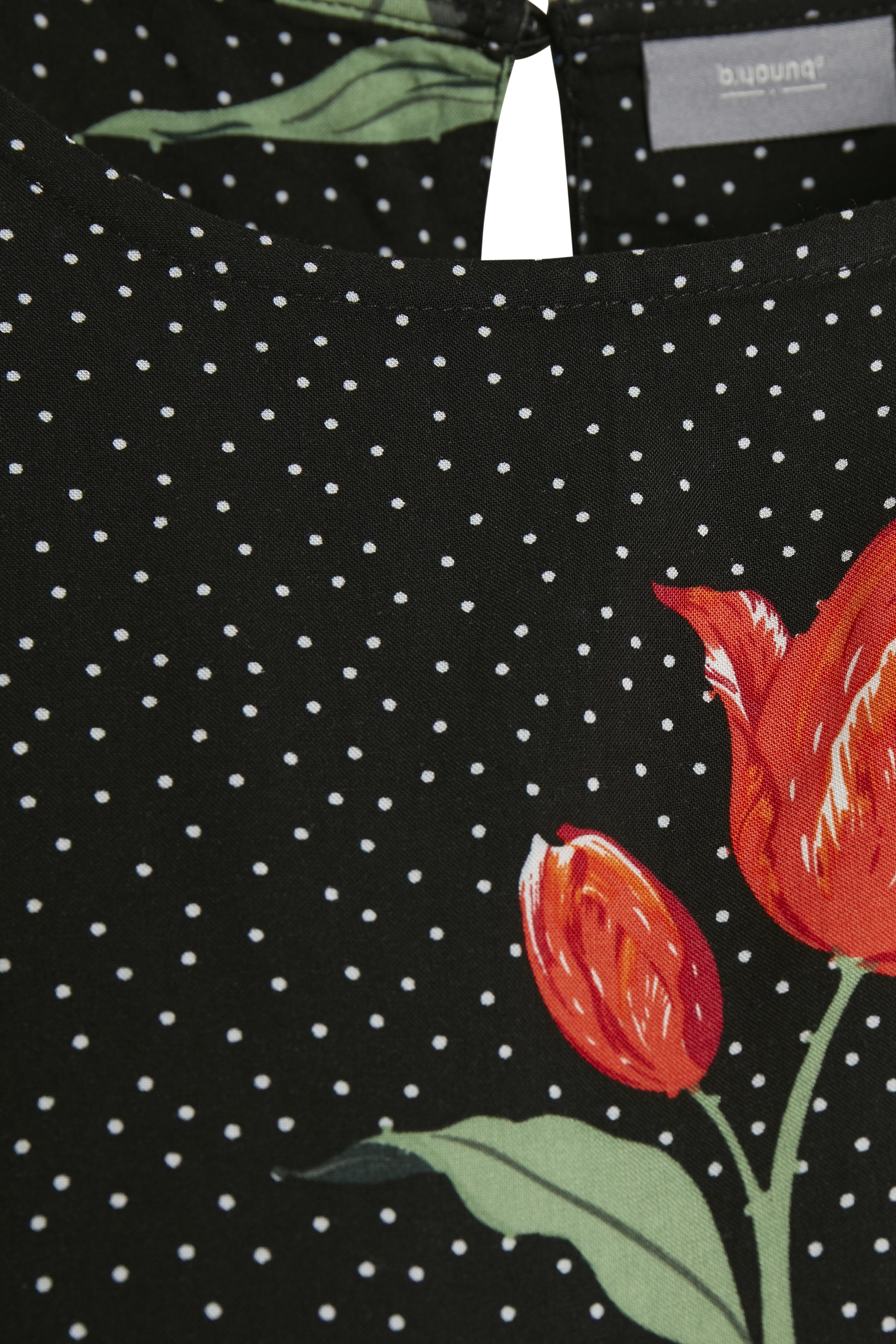 Black dot flower combi 5 Kortærmet bluse fra b.young – Køb Black dot flower combi 5 Kortærmet bluse fra str. 34-46 her
