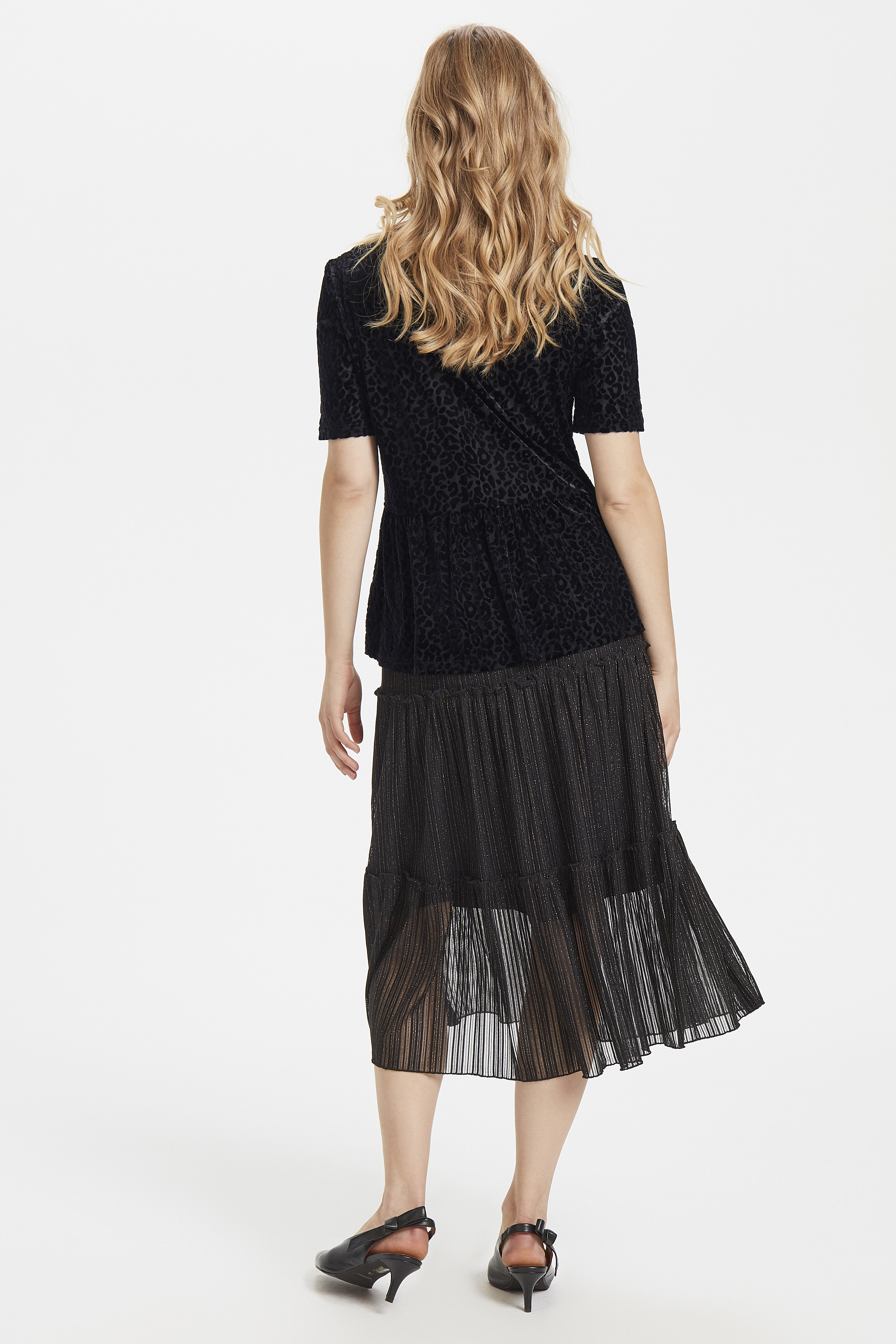 Black T-shirt fra b.young – Køb Black T-shirt fra str. XS-XXL her