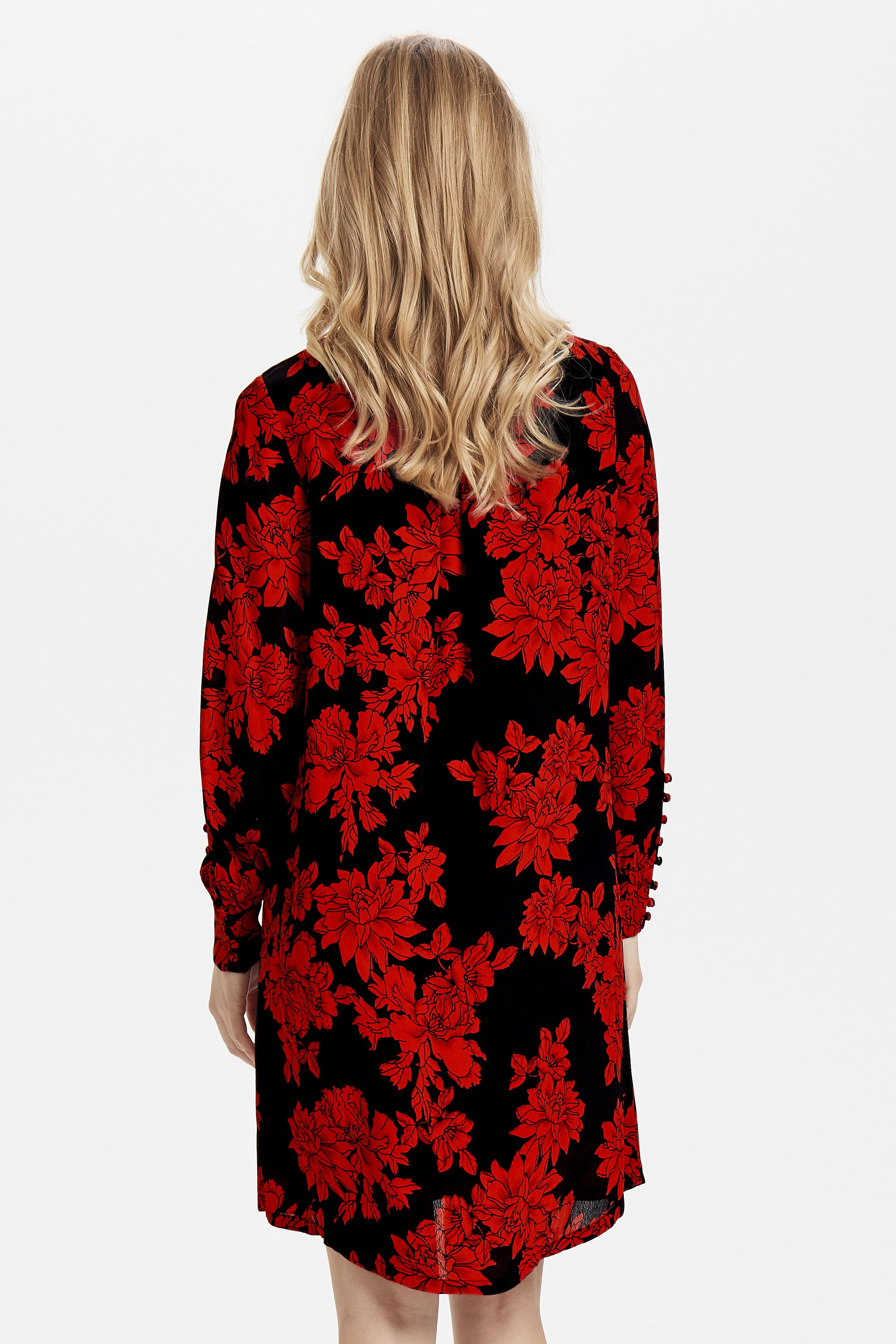 Black w. red flowers Klänning från b.young – Köp Black w. red flowers Klänning från storlek 36-44 här
