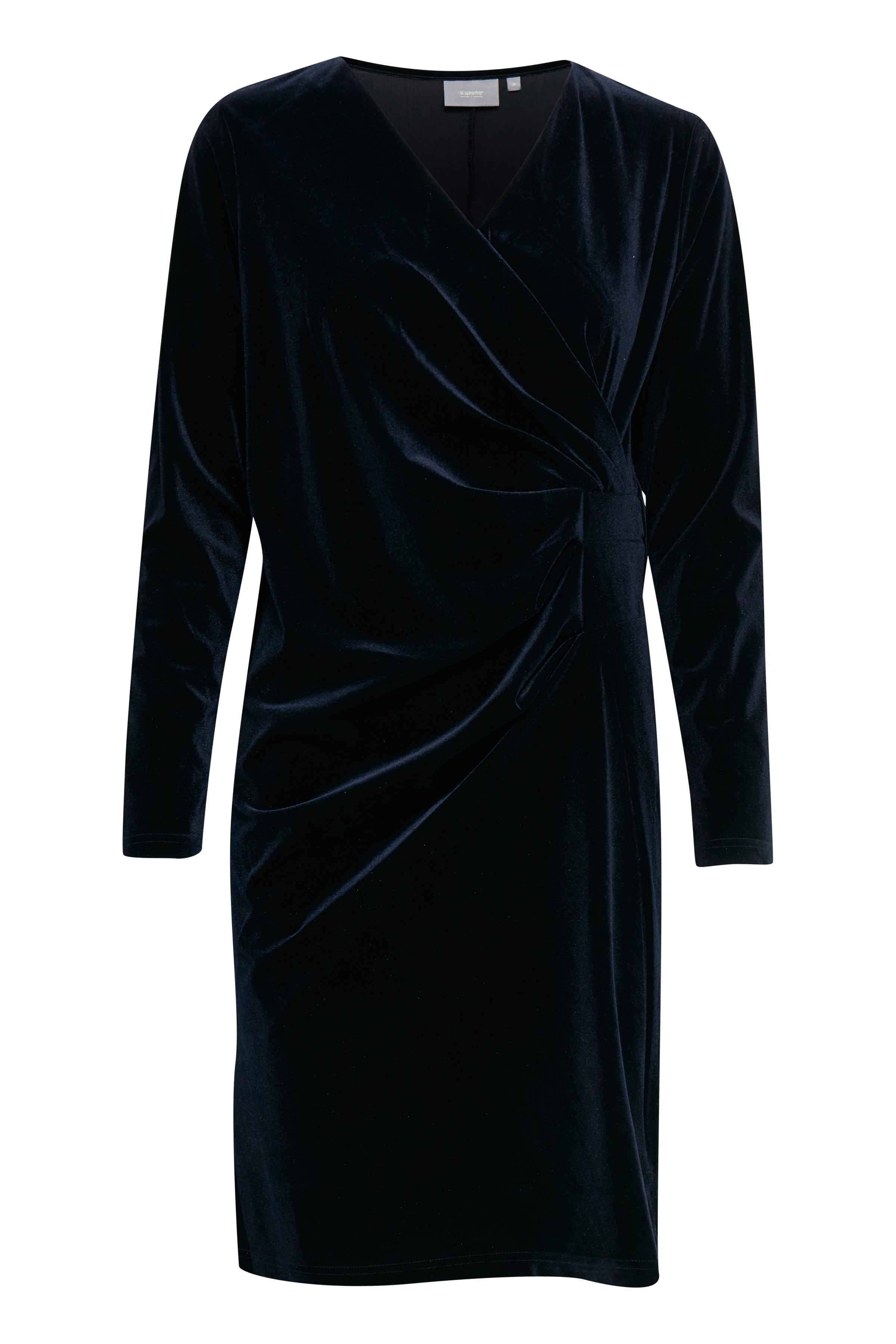 Copenhagen Night Jerseyklänning från b.young – Köp Copenhagen Night Jerseyklänning från storlek XS-XL här