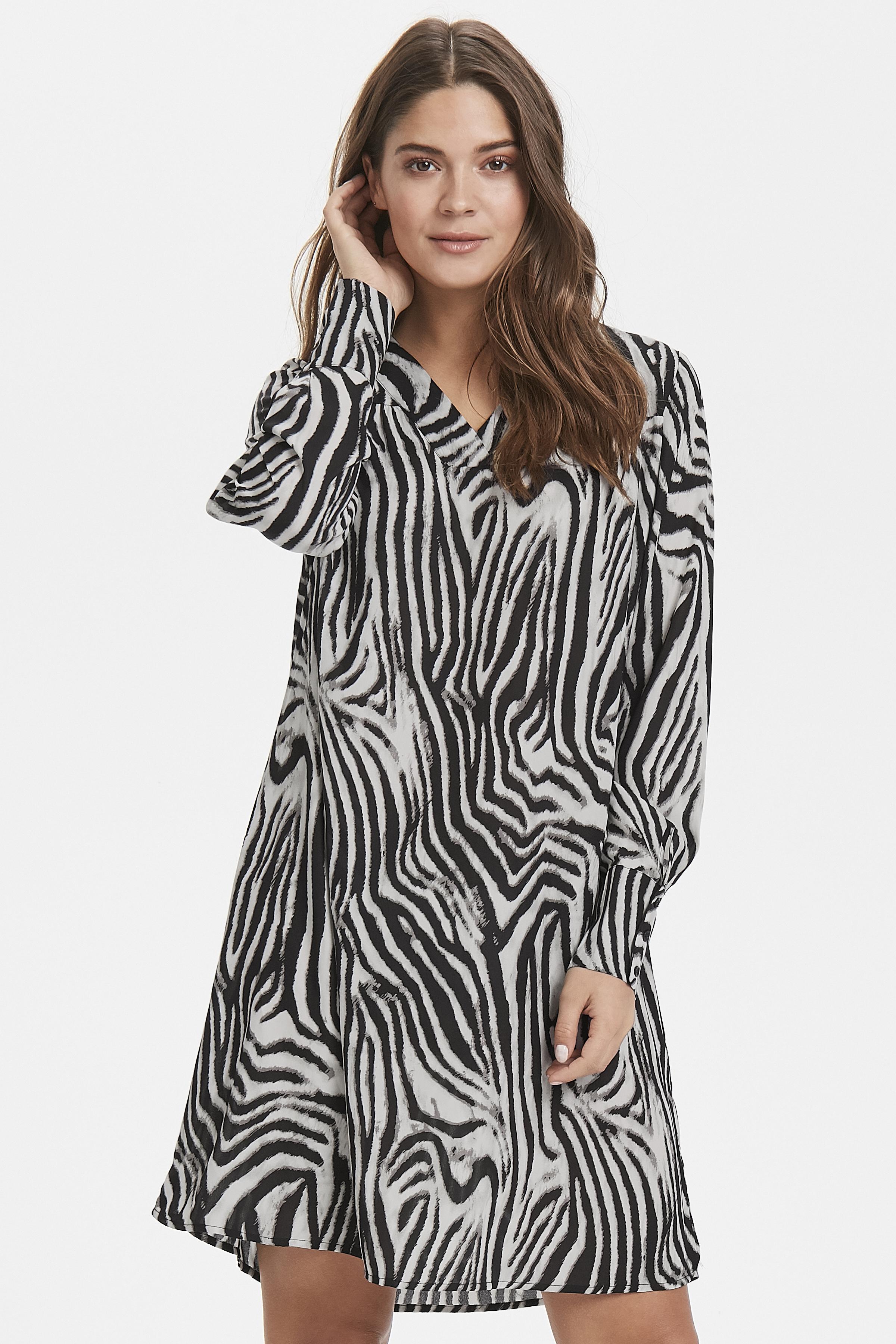 Zebra combi 1 Klänning från b.young – Köp Zebra combi 1 Klänning från storlek 34-42 här